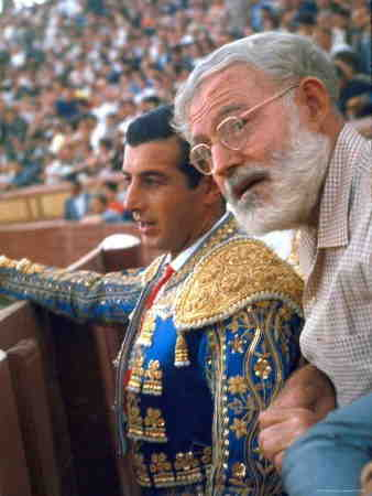 Ernest Hemingay con Marcos Ordóñez en Las Ventas