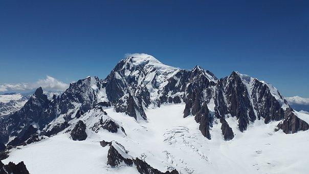 Monte Mont Blanc, en los Alpes. La compañía de plumas estilográficas Montblanc se inspiró en él